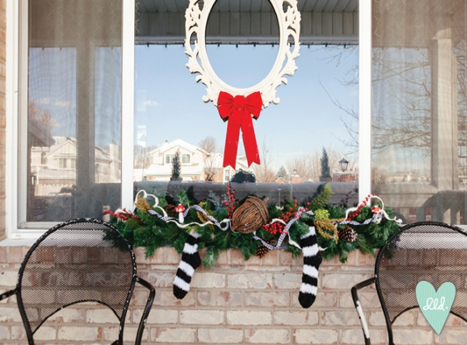 Christmas Front Door Decor03--DesignLovesDetail