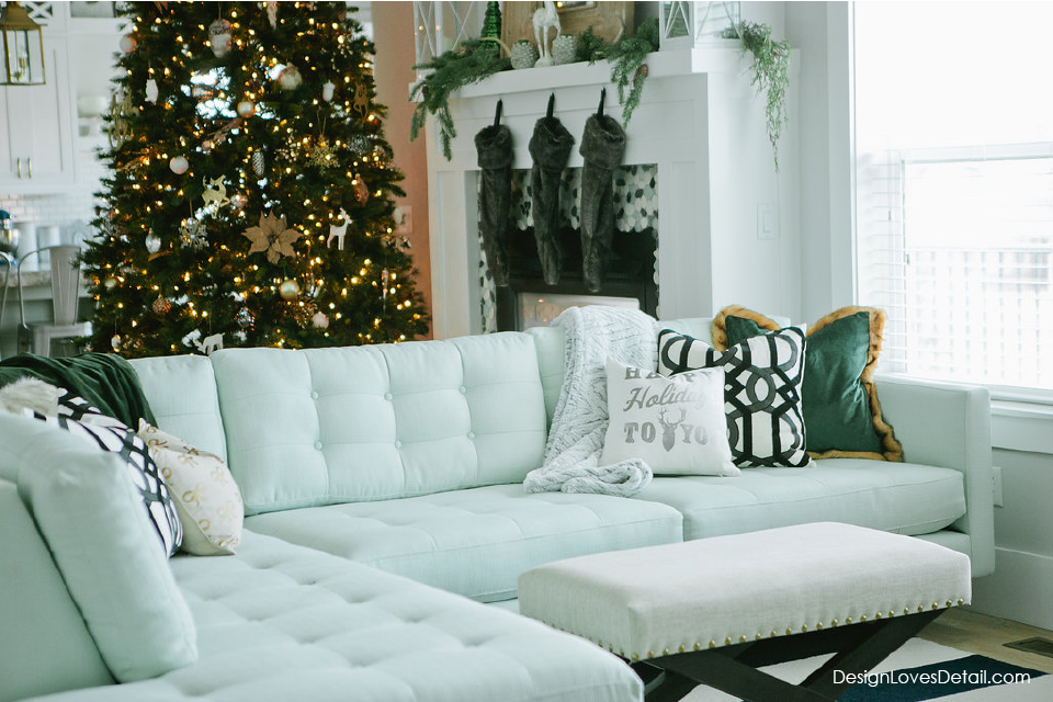 Love this holiday home tour. The black and white with emerald green is so classy. Modern Christmas, Holiday home decor.