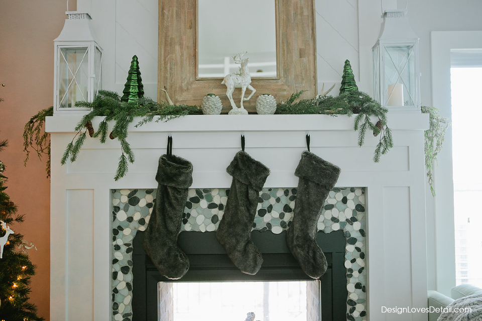 A simple, modern and natural Christmas. Love holiday decor that has a fresh feel. Just like this!