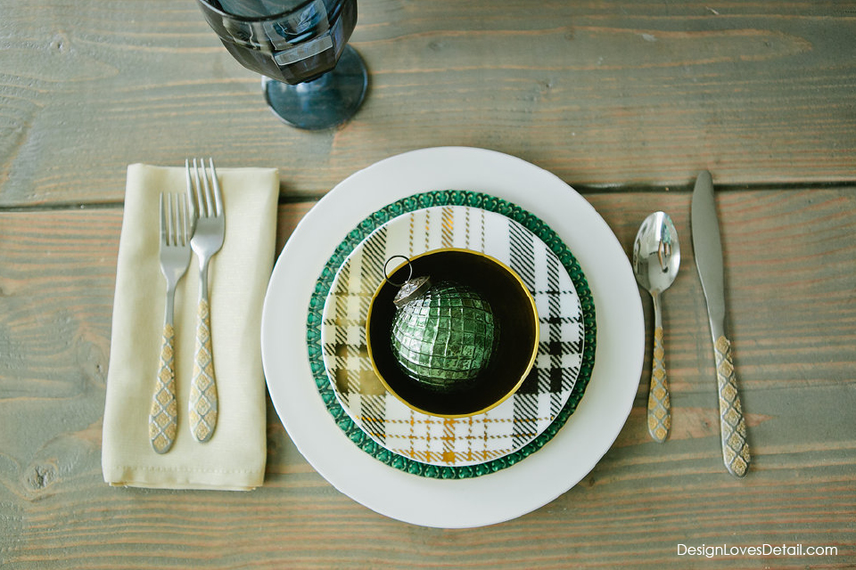 Plaid plates for the holidays! Cutest Christmas table setting.