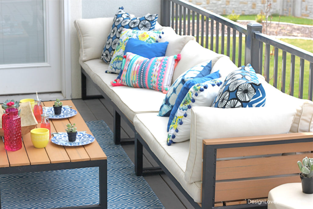 LOVE this patio furniture & pillow combo! So fresh & fun.