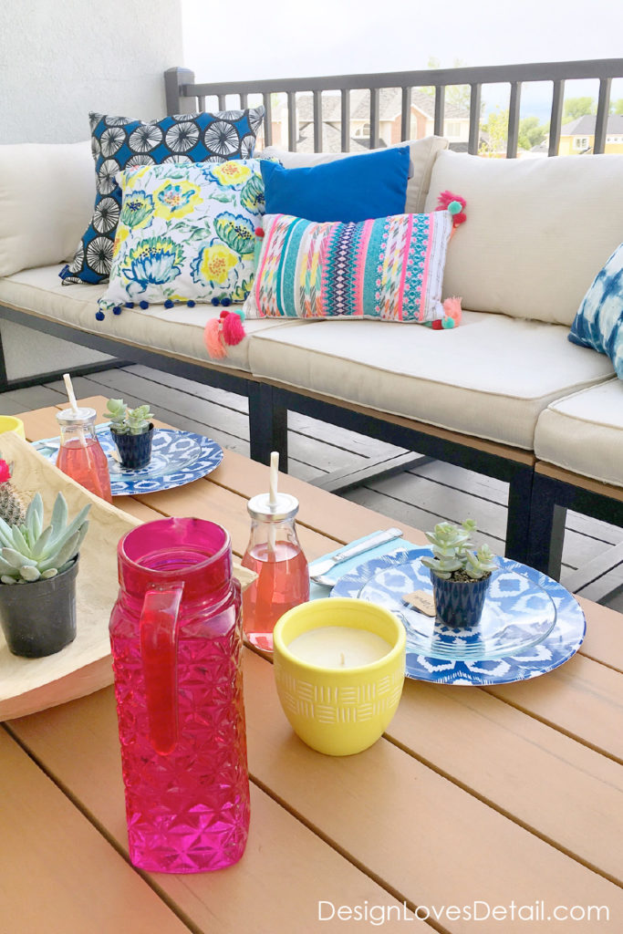 Love this outdoor entertaining set up! Fresh colors for Summer BBQ