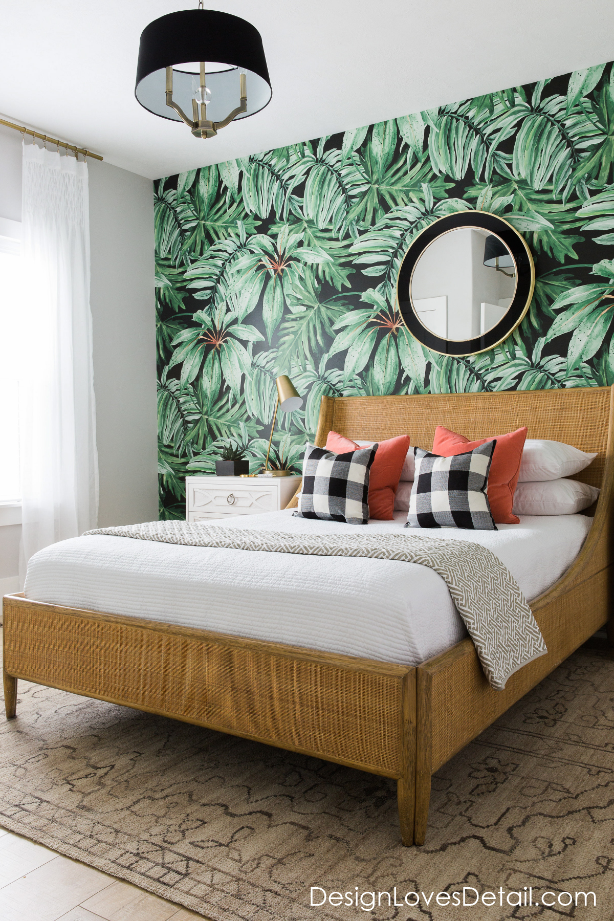 A romantic tropical jungle paradise! Love this guest room design & cool wallpaper by DesignLovesDetail.com