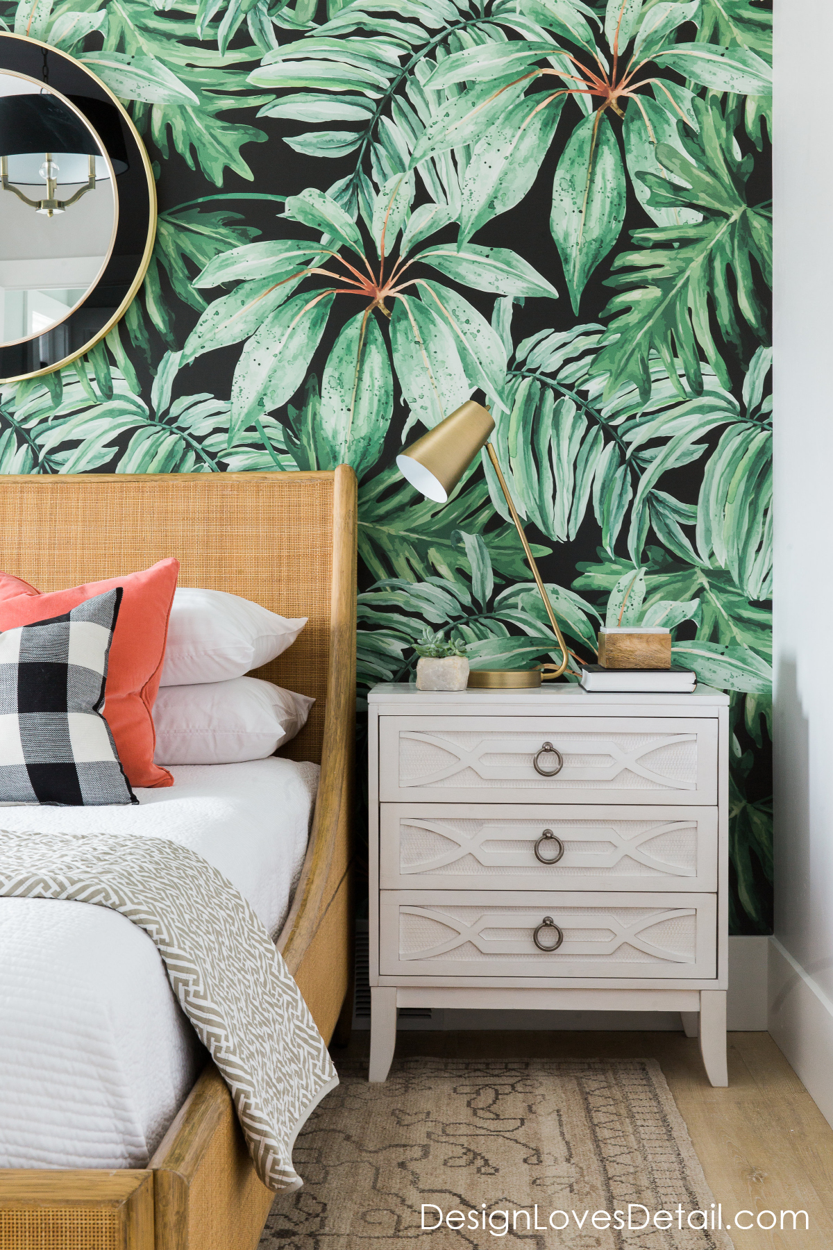 Banana leaf, tropical wallpaper. Love this design by Mollie Openshaw of DesignLovesDetail.com!