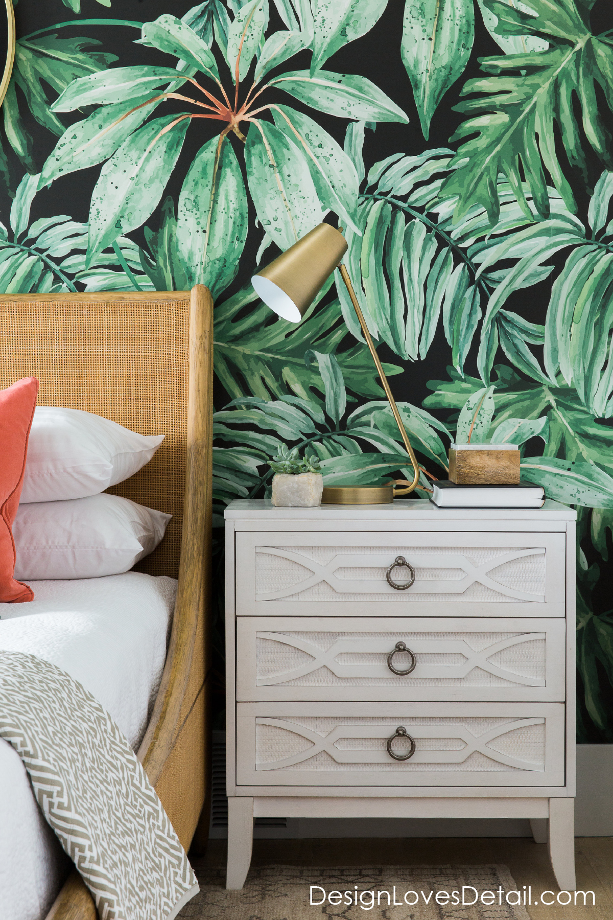 A fresh & fun guest room retreat! Love the tropical vibes and bold pattern wallpaper.