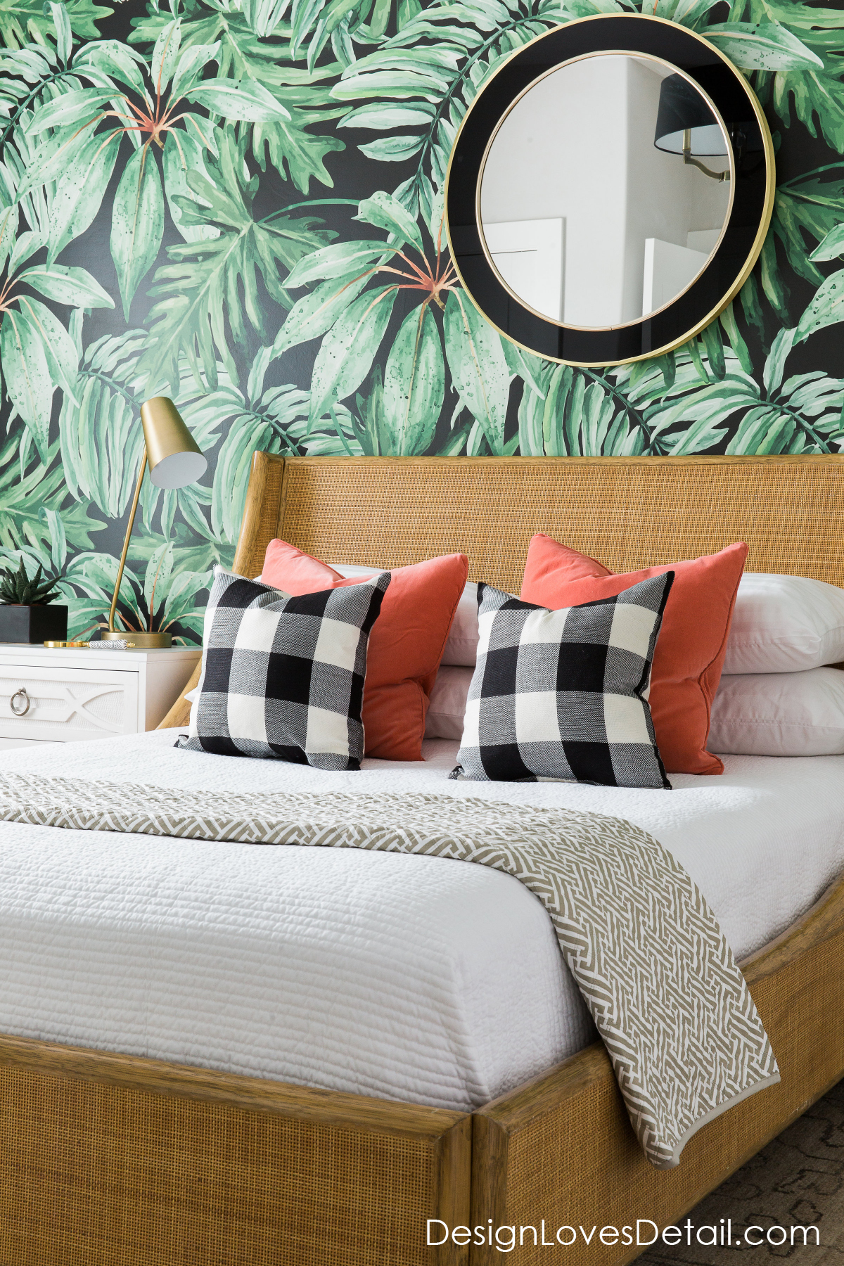 How cool is this guest room retreat with tropical vibes?! DesignLovesDetail.com has all the details on how to get this look.