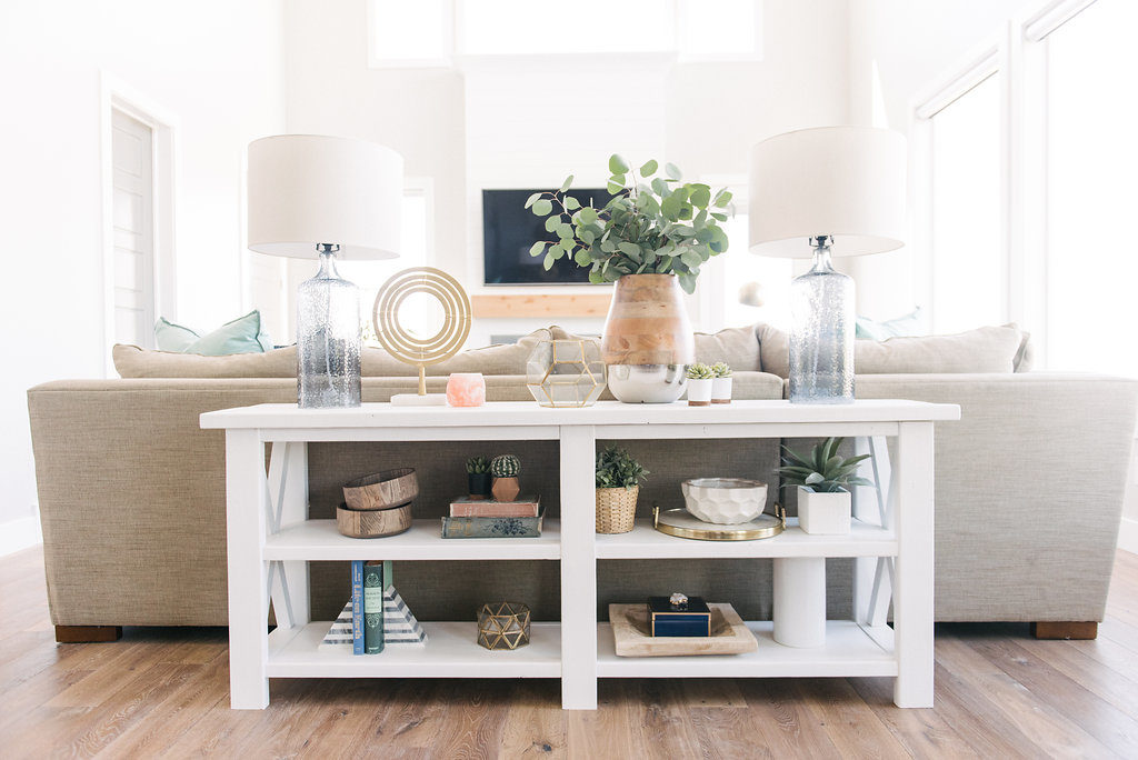 I adore this shelf styling! Modern farmhouse style with natural elements make a light, bright and airy home. See the full tour on DesignLovesDetail.com