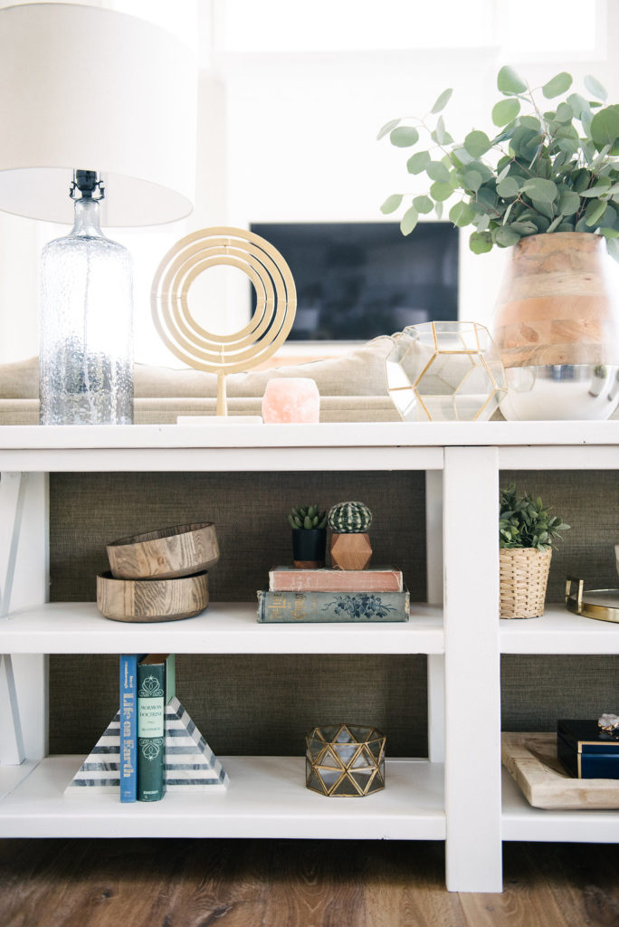 Shelf styling ideas from DesignLovesDetail.com. Love this blend of natural elements and colors. Links to products included in blog post.