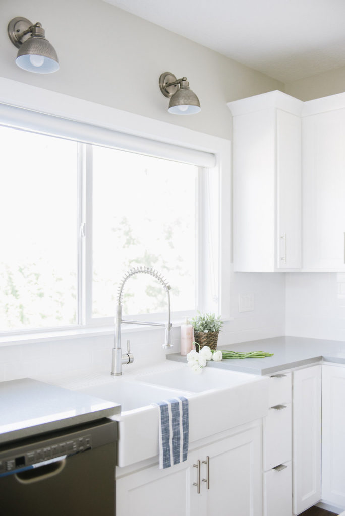 Such a stunning white farmhouse kitchen! Love those sconces over the sink and they're like $60. Amazing deal! So awesome when they include the direct product links in the post. Save this for later!!