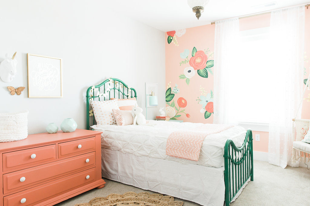 In love with this girls room and the hand painted floral wall!