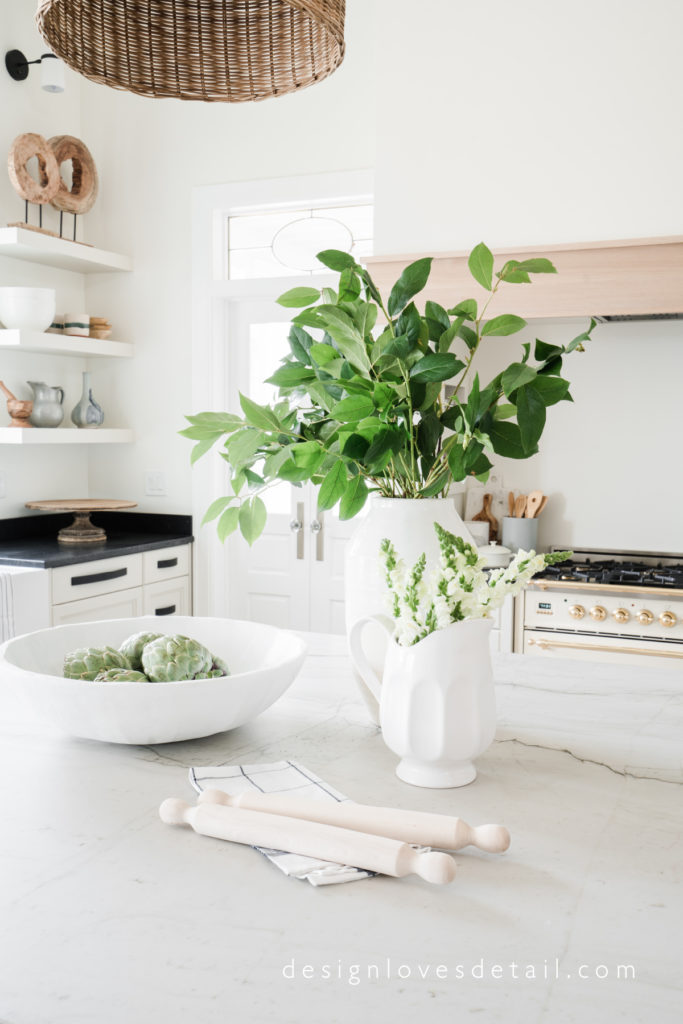 Love this kitchen styling by designer Mollie Openshaw of DesignLovesDetail.com