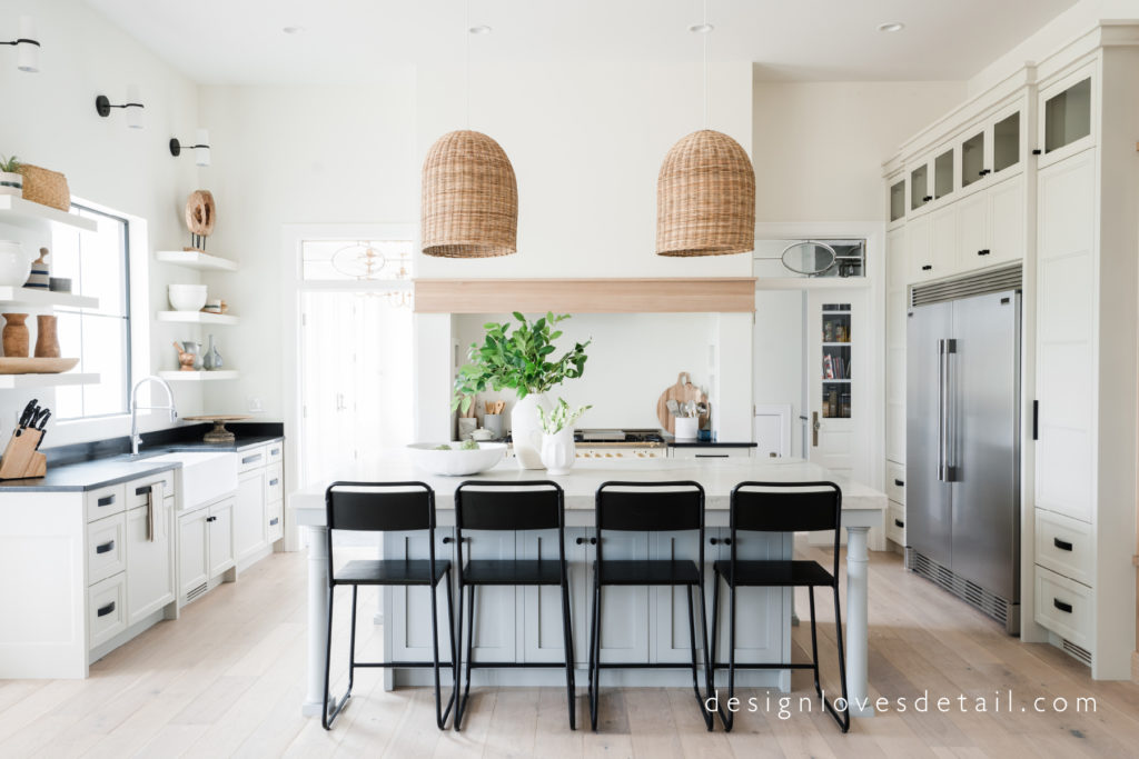 Woven Pendants and fresh details make this designers dream kitchen stand out! Love the whole home tour from DesignLovesDetail.com